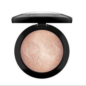 Mac soft&gentle highlighting powder